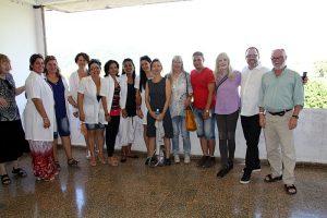 Gruppenbild in Poliklinik auf Kuba