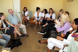 Gruppengespräch in Trinidad