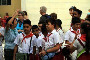 Eine Schülergruppe in Havanna