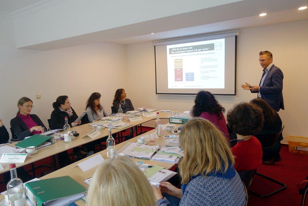 Dennis Thimm - Vortrag über Vorsorgethemen für Psychotherapeuten beim Praxisgründungsseminar 2018 in Köln